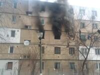 Explozie într-un bloc din Buzău. Ferestrele, aruncate peste mașinile din parcare