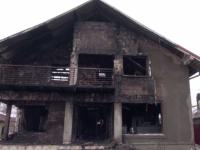 Supărat că soția a intentat divorț, un bărbat s-a certat cu familia și a incendiat locuința