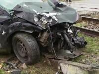 O șoferiță a ajuns la un spital din Petroșani, după ce mașina sa a fost lovită de tren