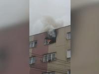 Panică într-un cartier din Suceava, după ce o femeie cu probleme psihice și-a incendiat locuința