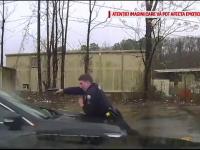 Momentul în care un polițist împușcă un șofer prin parbriz de 15 ori: