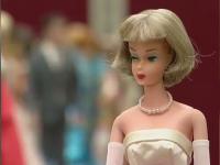 Povestea femeii care are acasă 18.000 de păpuși Barbie. Deține un record mondial