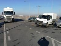 Accident cu cinci răniți în Sibiu. Mașina lor, proiectată într-un TIR de un șofer