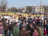 Sute de taximetriști au protestat în fața Guvernului, dar au plecat acasă mulțumiți