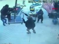 Momentul în care un bărbat zboară, cu o umbrelă uriașă, luat de vânt