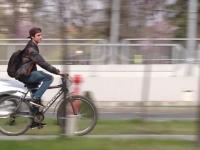 Cele două motive pentru care tot mai mulți români aleg bicicleta în favoarea mașinii