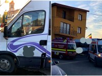 Accident grav în Arad. Un microbuz a intrat într-o casă, după ce șoferului i s-a făcut rău