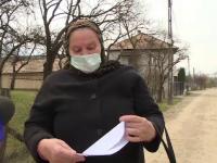 """Românii de la sate ies în continuare pe ulițe: """"Am ieșit la plimbare, dar nu mă deplasez nicăieri"""""""