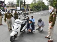 Indienii care nu respectă izolarea sunt bătuți pe stradă de polițiști, cu bastoane. VIDEO