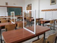 Peste 400 de elevi și profesori din Vâlcea, testați pozitiv cu COVID. 12 școli au trecut integral în online