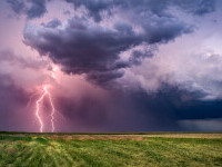 Studiu: Fulgerele ar fi putut contribui la apariţia vieţii pe Pământ