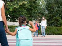 PwC: Părinții nu vor fi plătiți pentru liberele cu copiii în timpul vacanțelor școlare