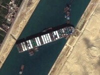 Canalul Suez, blocat complet din cauza unei nave eșuate