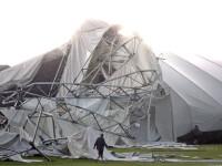 S-a prabusit acoperisul stadionului peste ei! 12 oameni au fost raniti