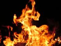 Violente in Harghita! Au dat foc casei unor romi pe care ii acuza de furt!