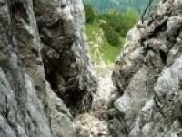 Tragedie in munti! Tanar de 25 de ani si-a pierdut viata intr-o prapastie