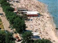 Peste 5.000 de oameni s-au inghesuit sa se bronzeze pe litoralul romanesc!