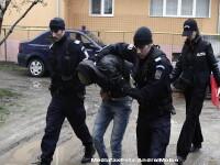 Rusinos! Doi politisti si un jandarm lucrau pentru camatari, la Slatina
