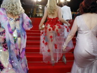 Aparitie socanta la Festivalul de la Cannes! In fundul gol, pe covorul rosu