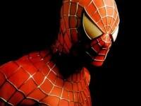 Dezbracat complet, Spiderman de Romania a protestat impotriva traiului greu