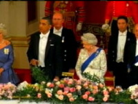 Barack Obama a uitat protocolul regal. Regina Elisabeta a II-a, confuza. VIDEO