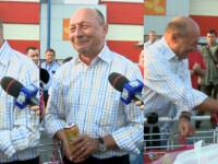 Traian Basescu, conferinta de presa in parcarea hipermarketului: Sper ca guvernul Ponta sa treaca