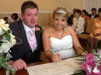 Nunta lor a fost, cu siguranta, unica. O mireasa a nascut dupa ce a spus DA si a ajuns si la nunta