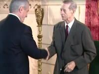 Ceremonie emotionanta la Palatul Elisabeta. Mai multi politicieni, decorati de Regele Mihai