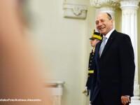 Basescu l-a decorat pe militarul Florinel Enache, ranit in Afganistan, care a fost vizitat de Obama