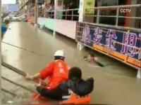 Un chinez, salvat dupa ce a stat 9 ore in mijlocul apelor. Imagini de la operatiunea autoritatilor