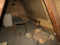 A descoperit in podul casei o camera secreta din Al Doilea Razboi Mondial: ce bilet a gasit aici