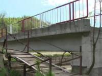 Romania, tara in care un pod de 1 milion de euro e abandonat, iar localnicii sunt amendati pentru ca se descurca