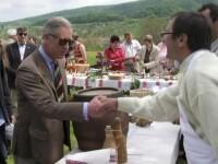 Printul Charles, oaspete de onoare al Festivalului Transilvania. Acesta a admirat tablouri facute in satele din Romania