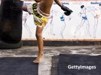 Transformare totala a unui britanic obez. A slabit 50kg dupa 1 an de antrenamente in Thailanda. Vamesii l-au oprit la granita