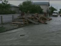 Strazi transformate in rauri, garduri si case luata de viitura. Potopul vazut LIVE la Husi, dupa o ploaie de jumatate de ora