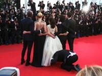 Cannes 2014. Incident ciudat pe covorul rosu: un barbat s-a bagat sub rochia actritei America Ferrara