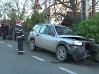 Doi barbati au murit, dupa ce masina in care se aflau a fost strapunsa de un parapet metalic. Soferul ar fi adormit la volan