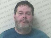 Un veteran de razboi din Georgia a fost arestat pentru ca a spart geamul unei masini. Barbatul incerca sa elibereze un caine