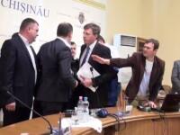 Bataie la primaria din Chisinau. Socialistul Ion Ceban l-a tras de urechi pe primarul Dorin Chirtoaca. VIDEO