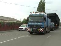 Un vehicul agabaritic a dat circulatia peste cap pe mai multe drumuri nationale. Ce transporta camionul