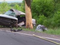 Accident soldat cu trei raniti grav in Baia Mare. Martorii spun ca masina a intrat intr-un copac din cauza vitezei