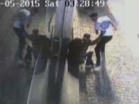 Momentul in care un barbat a fost batut si injunghiat in Centrul Vechi al Capitalei, surprins de camere. Motivul atacului