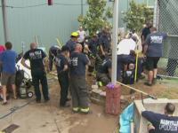 Americanul care a ramas blocat timp de trei zile intr-un canal. 20 de pompieri s-au chinuit sa il salveze