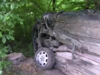 Accident demn de o cascadorie in Moreni. O masina in care se aflau 5 tineri a ajuns intr-un copac