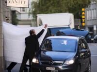Ce solutie au gasit elvetienii pentru a-i proteja de presa pe oficialii FIFA incatusati de procurori: cearceafuri de la hotel