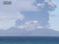 Imagini spectaculoase cu eruptia vulcanului Shindake din Japonia. O intreaga insula a fost evacuata
