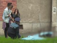 Tinerii care au murit dupa ce s-au aruncat de pe bloc combinasera alcoolul cu drogurile. Ce s-a gasit la locul faptei