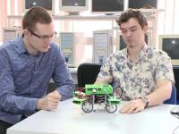 Sistemul care pastreaza automobilul pe carosabil, in cazul in care soferul adoarme, inventat de doi studenti din Timisoara
