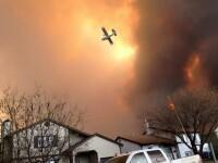 Un oras intreg din Canada a fost evacuat, in urma unui incendiu de proportii. 100 de pompieri s-au luptat sa stinga flacarile