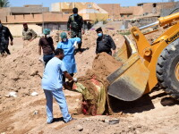 50 de gropi comune descoperite in foste teritorii controlate de ISIS, in Irak. Trei din ele, sapate pe un teren de fotbal